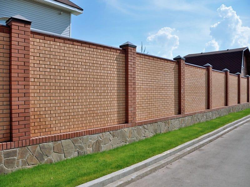 Кирпичный забор с профнастилом своими руками видео