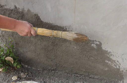 Фасад дома шубой | Нанесение шубы с помощью веника