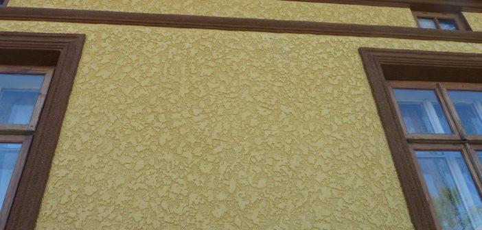 Фасад дома шубой | Окраска фасада цветной штукатуркой