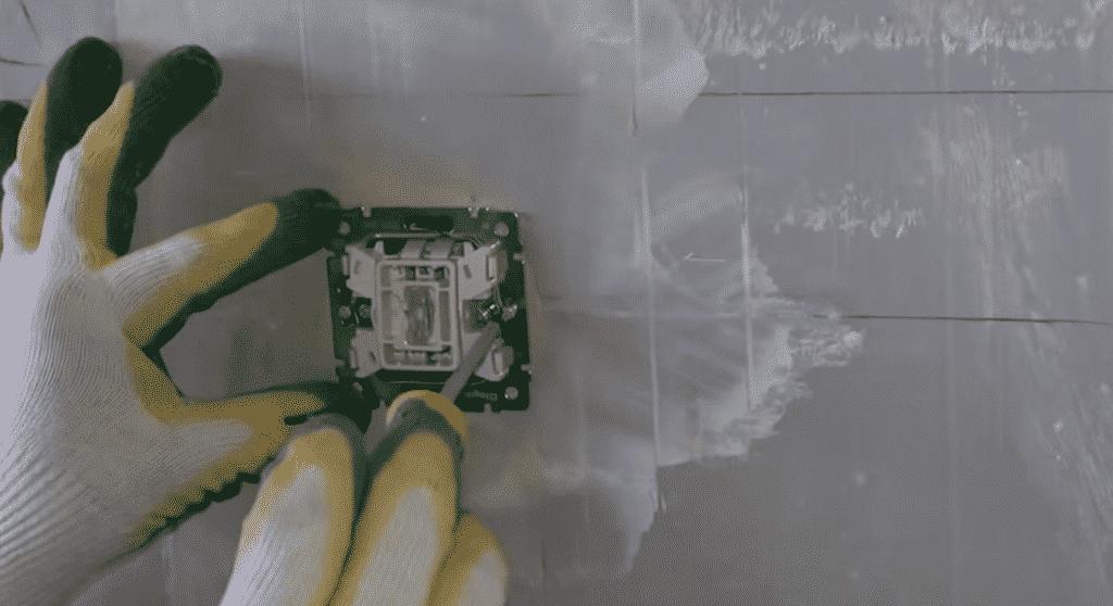 Установка одноклавишного выключателя | Выбор и установка розеток и выключателей