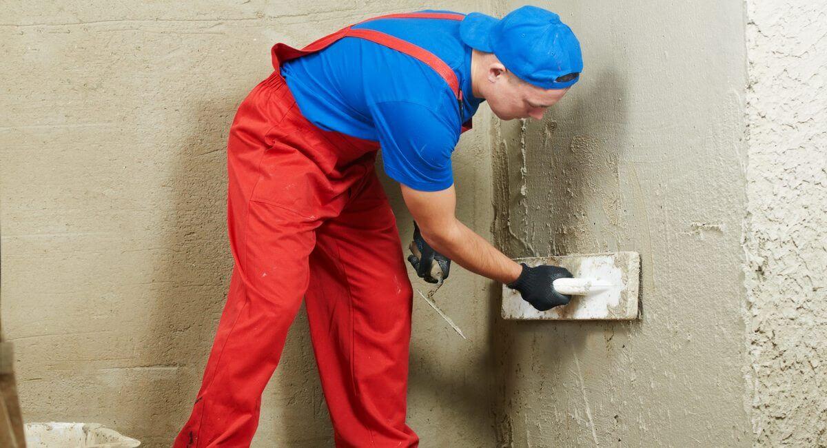 Нанесение подготовительного слоя штукатурки из обрызга и грунта