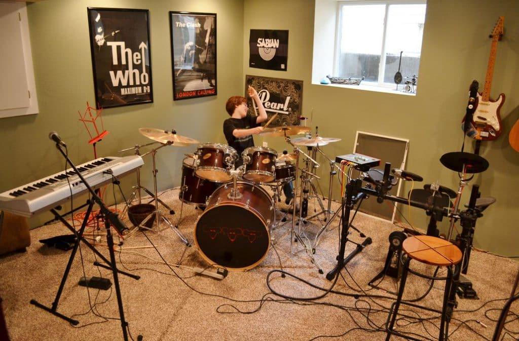 Как обустроить подвал | Музыкальная студия в подвале