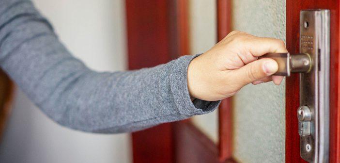 Скрипит дверь. Что делать? Чем смазать?
