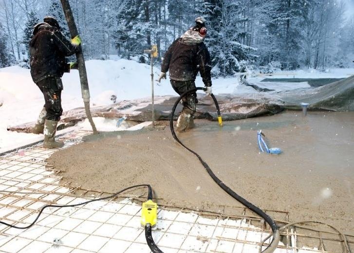 Как заливать бетон зимой