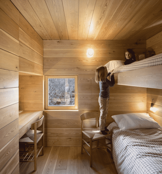 Фальш брус абсолютно экологичен, поэтому его можно использовать в детских и спальнях