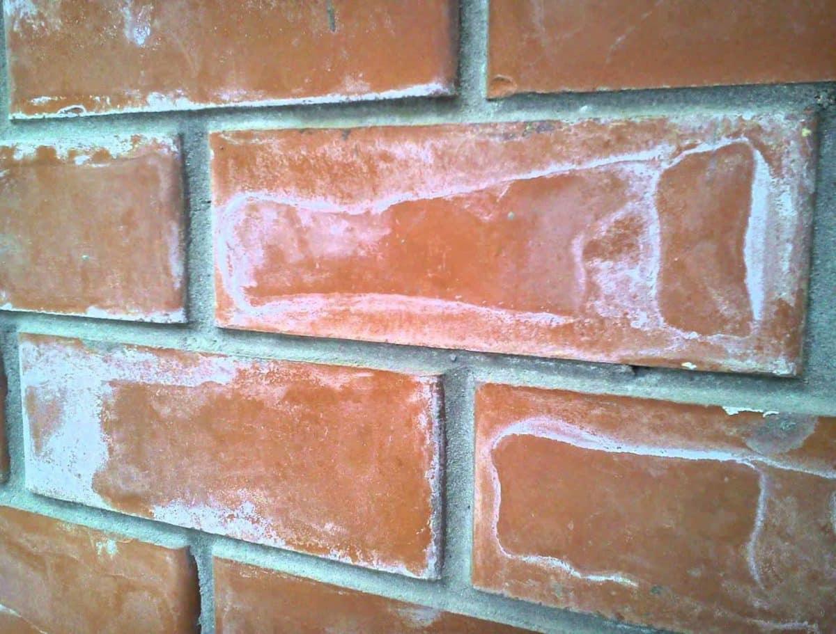 Как сделать кирпичиками стену