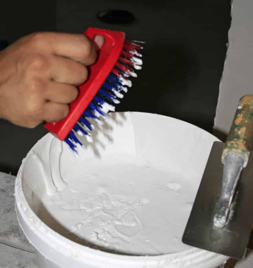 Фасад дома шубой | Нанесение шубы с помощью щетки и дощечки