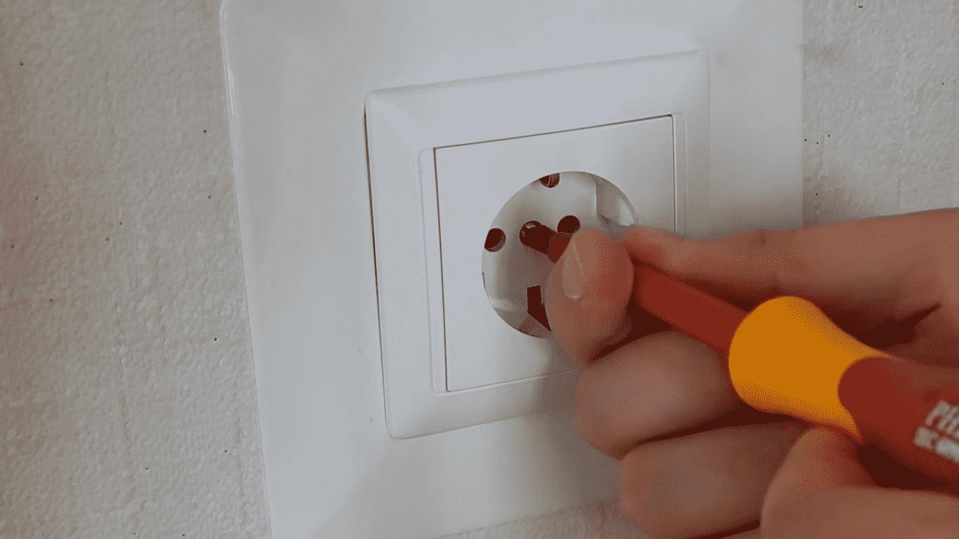 Установка внутренней розетки | Выбор и установка розеток и выключателей