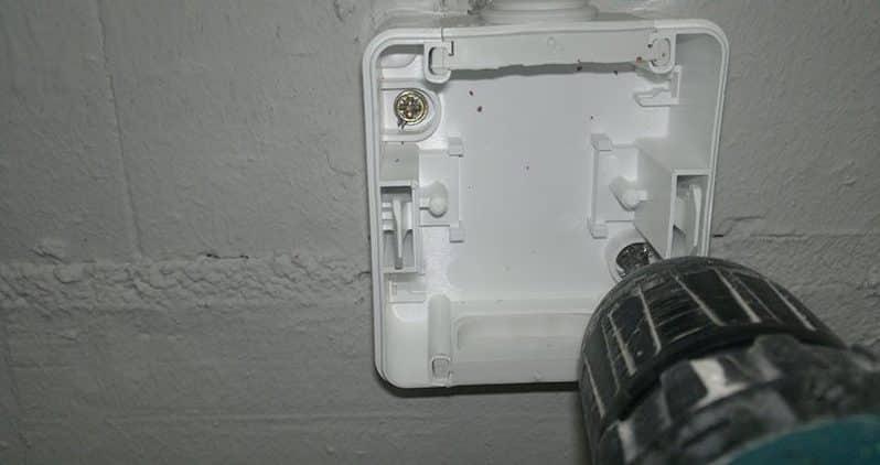 Установка накладной розетки | Выбор и установка розеток и выключателей