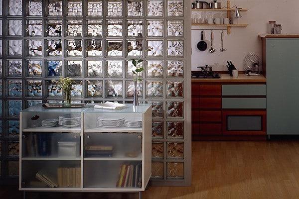 Перегородки из стеклоблоков и витражей | Материалы и виды межкомнатных перегородок