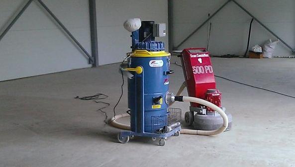 Шлифовка гранитного пола и его химическая полировка | Пылеводосос с подключенной полировальной машиной