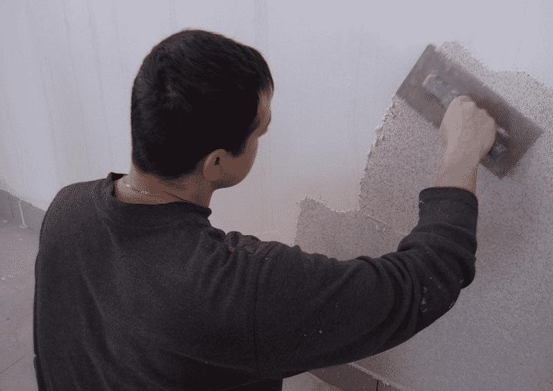 Нанесение венецианской штукатурки | Нанесение первого слоя штукатурки
