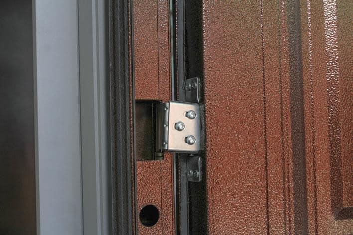 Под своей тяжестью двери могут провисать