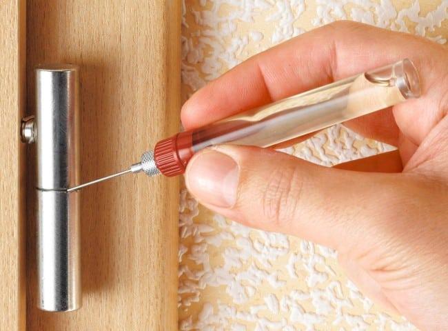 Масло для смазывания дверных петель