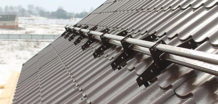 Снегозадержатели на крышу: установка, виды, для чего нужны