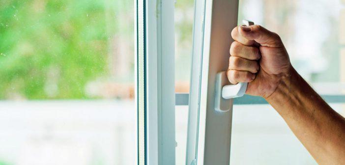 Как подготовить пластиковые окна к зиме: мытьё, регулировка, утепление