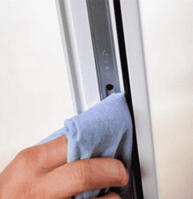 Очистка окна перед смазкой