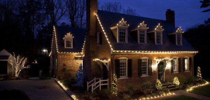 Освещение загородного участка зимой: как выбрать, как установить
