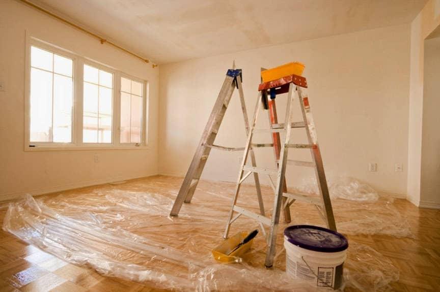 Подготовленная к ремонту комната