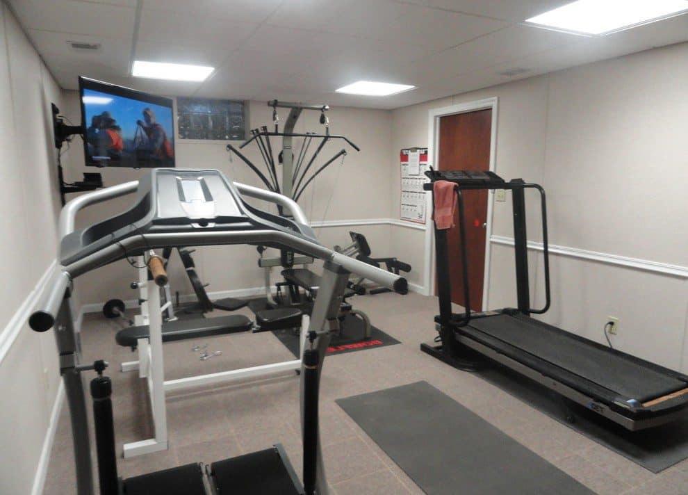 В спортзале необходимо сделать звукоизоляцию, так как многие тренажеры издают громкие звуки