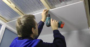 Как крепить панели ПВХ на стену, на потолок, на колонны: инструкции с фото и видео