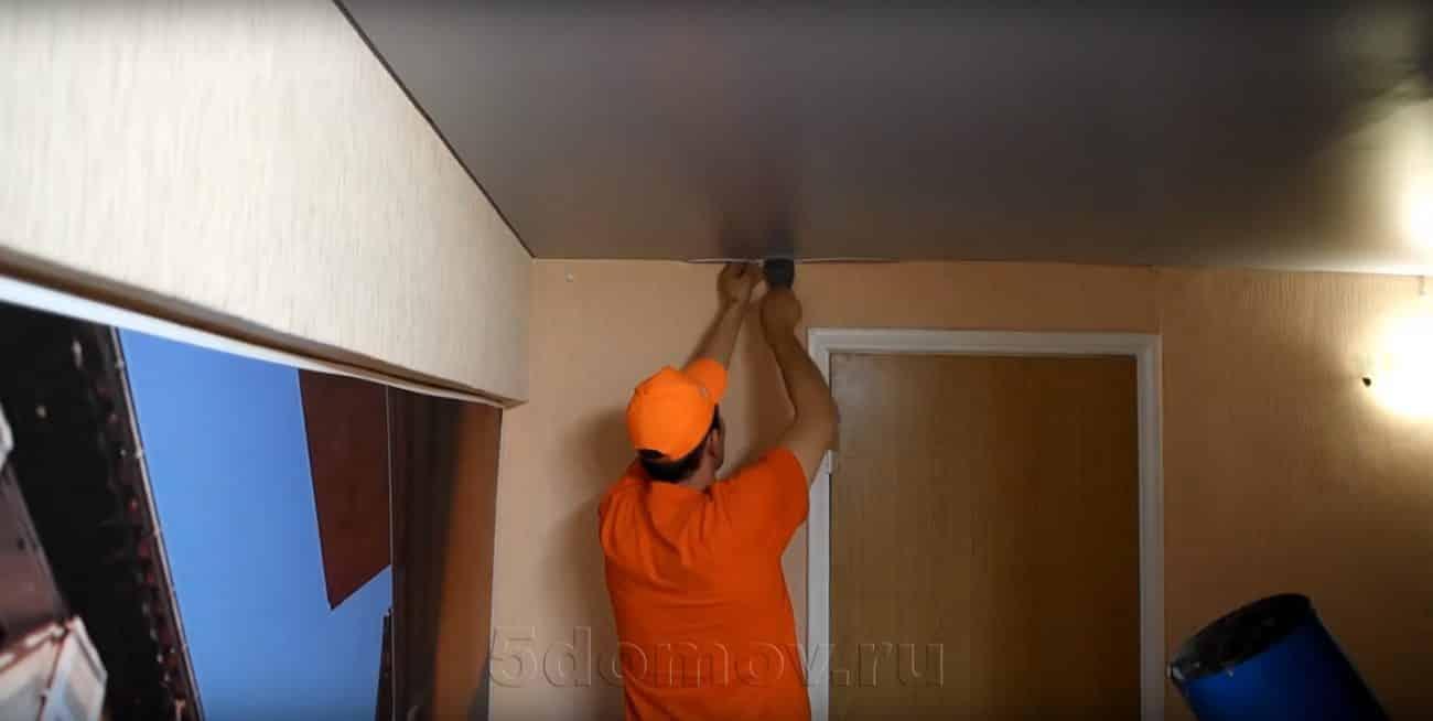 Что делать после слива воды | Слив воды с натяжного потолка: как убрать воду самостоятельно