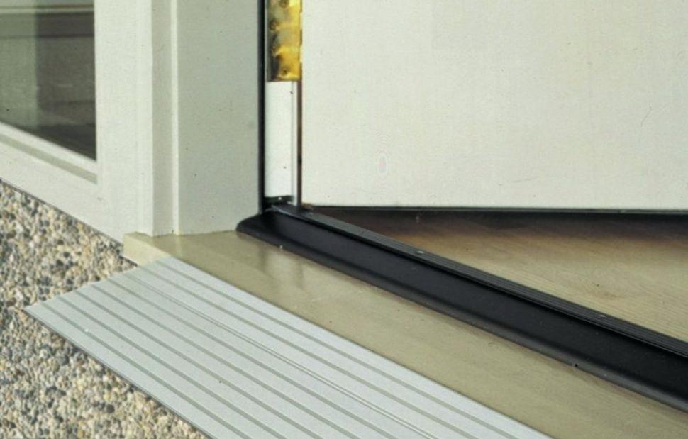 Заделывание щели по низу двери | Чем и как заделать щель в двери