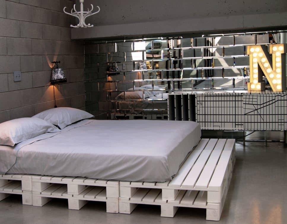 Двуспальная кровать из поддонов своими руками