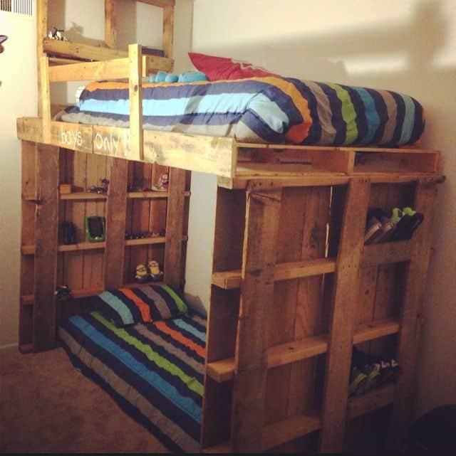 Двухъярусная кровать из поддонов своими руками