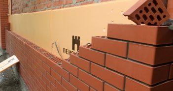 Какой толщины должны быть стены дома из кирпича, газобетона, пеноблоков, дерева и т.д.
