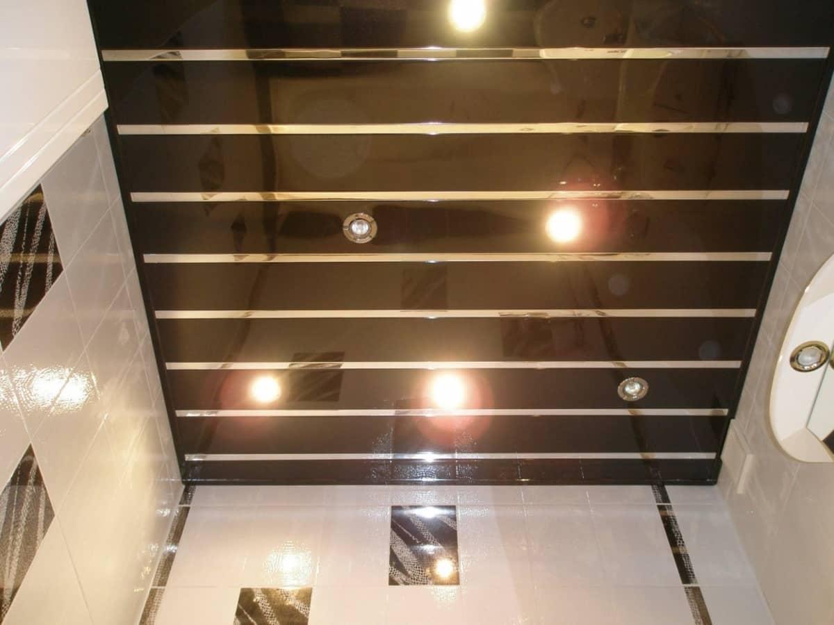 Свет и оформление потолков в маленькой ванной | Как обустроить маленькую ванную комнату