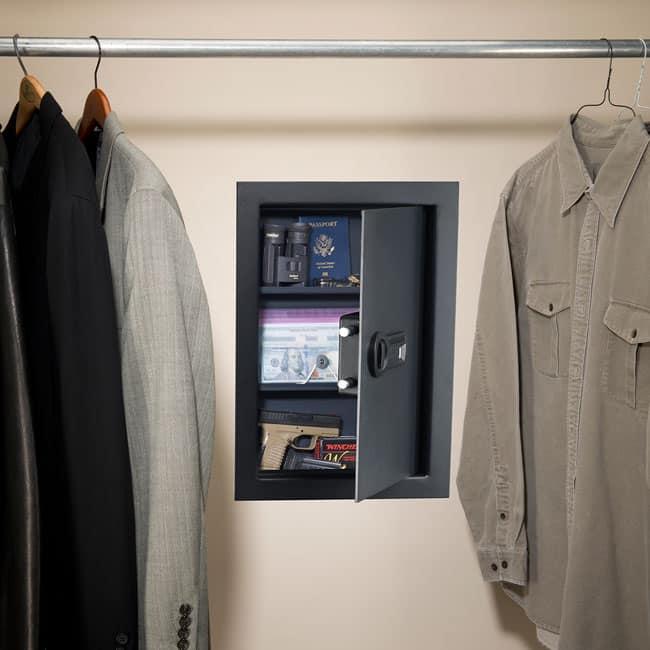 Установка встраиваемого сейфа для дома