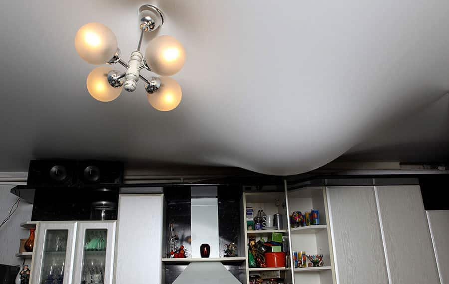 Сравнение эксплуатации и ухода за натяжными потолками и потолками из гипсокартона