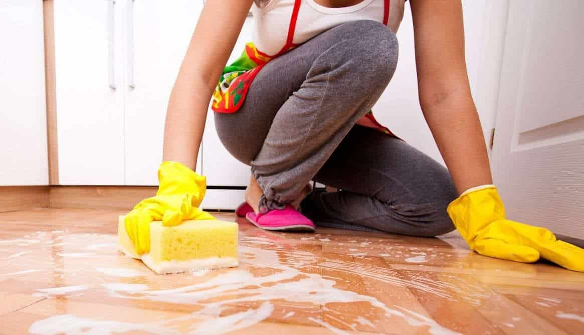 Влажная уборка покрашенных оснований | Как избавиться от запаха краски в квартире