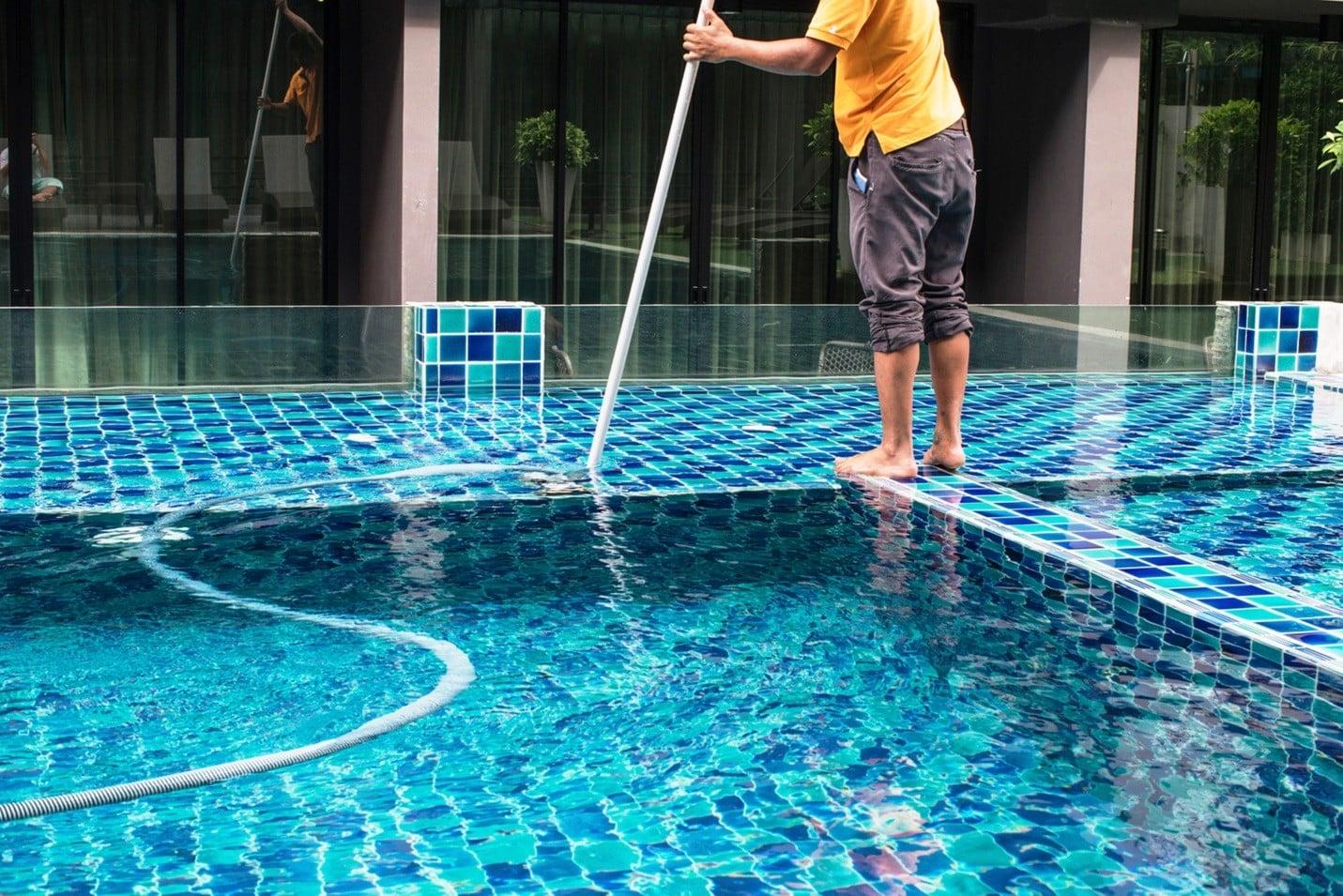 Чем обрабатывают воду в бассейне | Можно ли поливать водой из бассейна огород, газон, цветы
