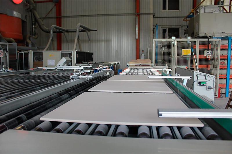 Изготовление керамической плитки | Что лучше: плитка или керамогранит