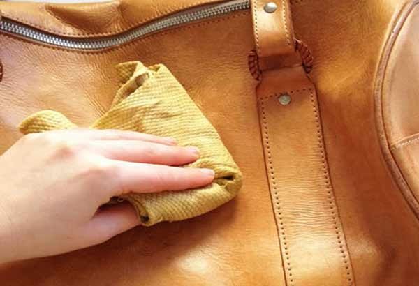 Чем смыть краску с дерматина или искусственной кожи