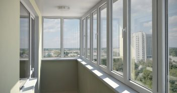 Остекление балкона из алюминия или пластика: что лучше