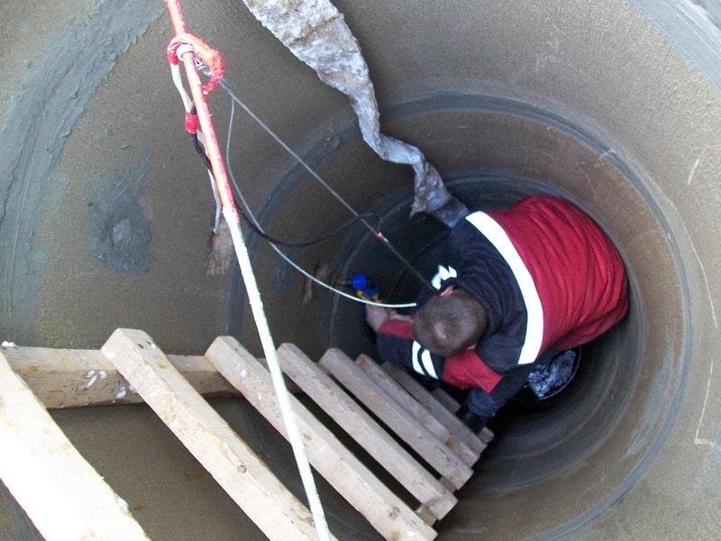 Стационарные лестницы для колодцев | Как спуститься в колодец