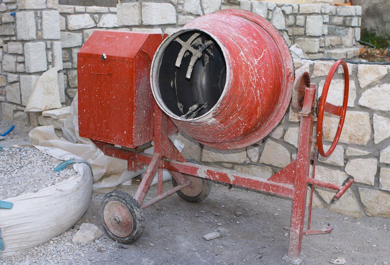 Чем и как очистить бетономешалку от цемента