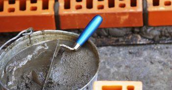 Чем и как отмыть цемент с плитки, от стекла, с окон, с машины, с бетономешалки