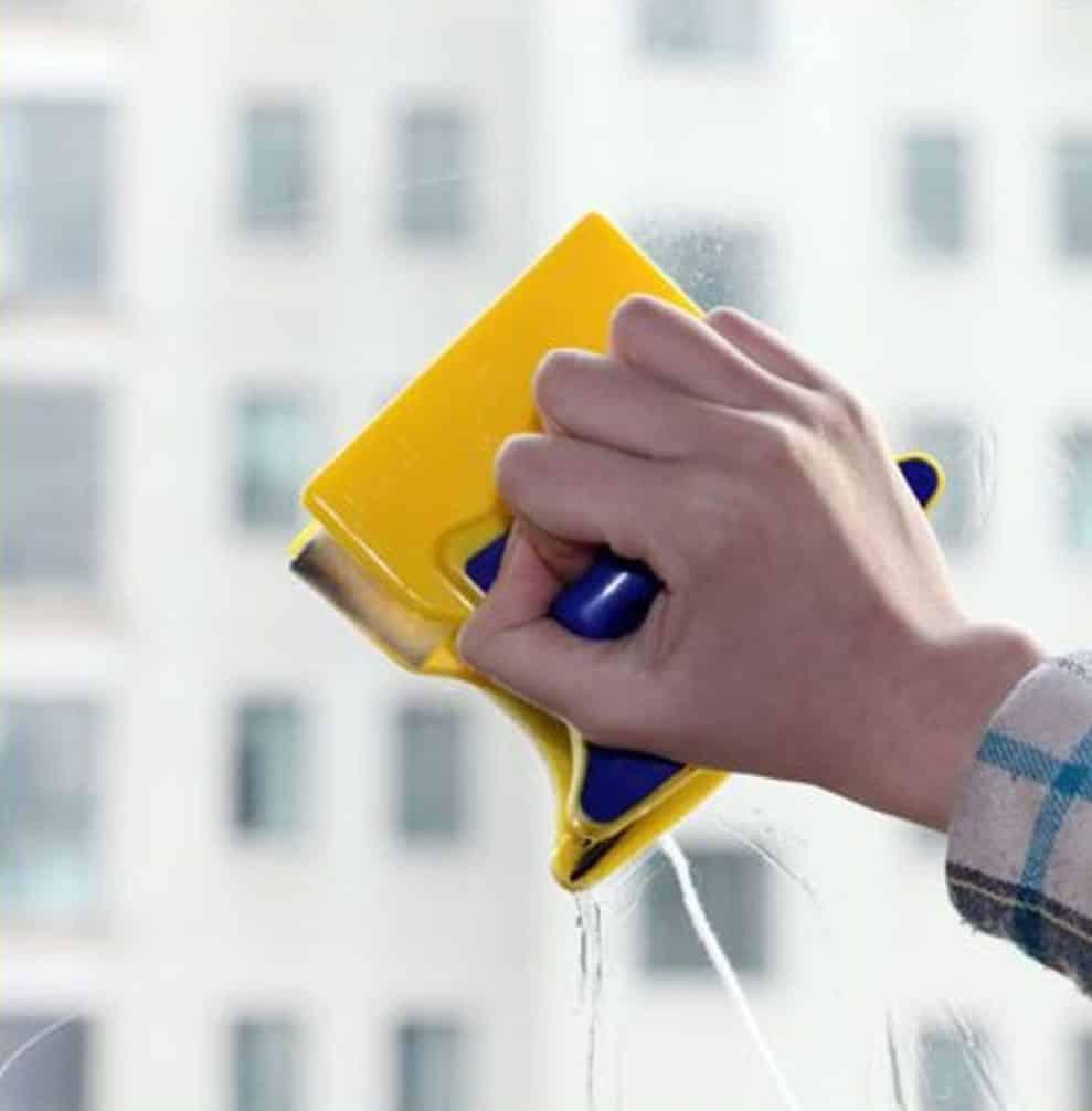 Чем и как отмыть цемент от стекла