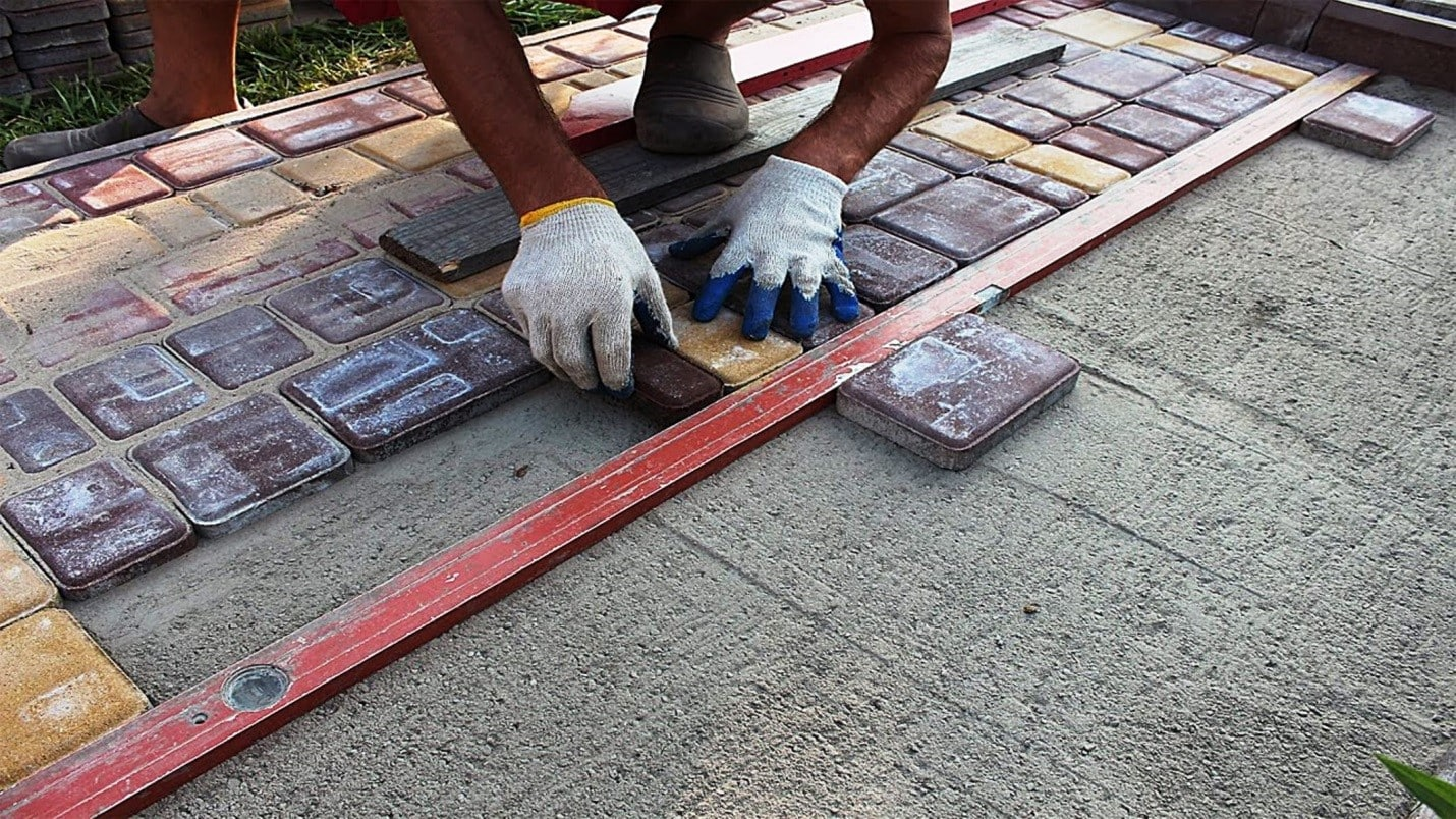 Чем и как отмыть тротуарную плитку от цемента