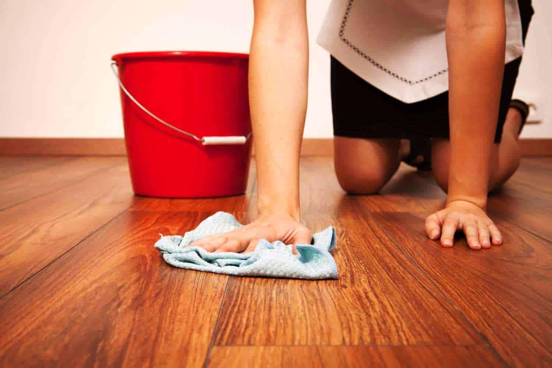 Чем и как отмыть пол от цемента