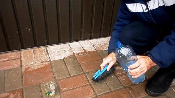 Химический метод очистки плитки от цемента | Чем и как отмыть цемент