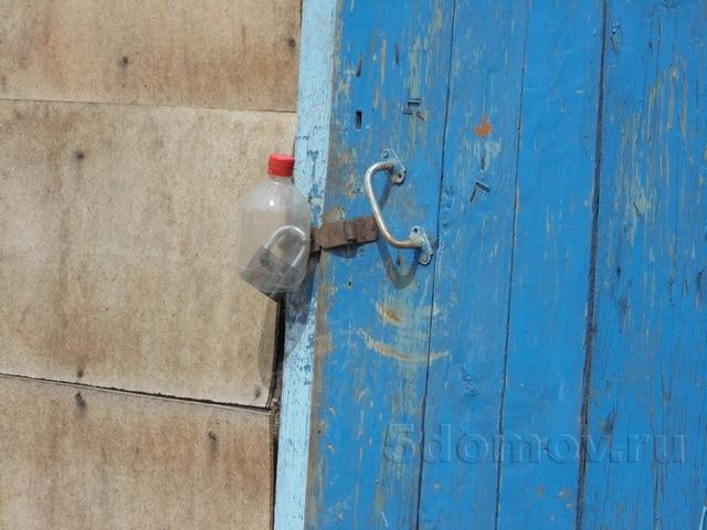 Как защитить навесной замок от дождя подручными средствами