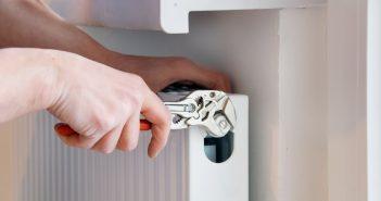 Как спустить воздух из радиатора отопления: пошаговая инструкция с фото и видео