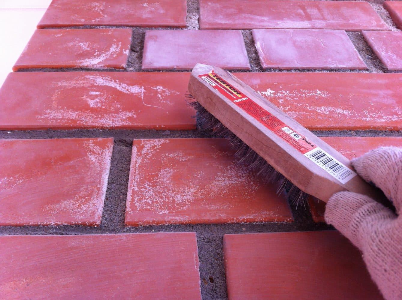 Механический способ очистки кирпича | Чем и как отмыть цемент
