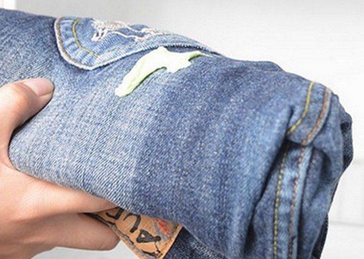 Чем и как отмыть монтажную пену с одежды