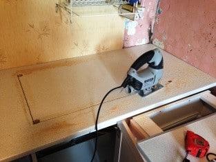 Как врезать и установить мойку в столешницу — пошаговая инструкция | Как в столешнице вырезать отверстие под мойку